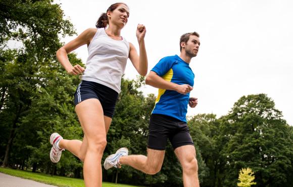 běh s rychlejším parťákem